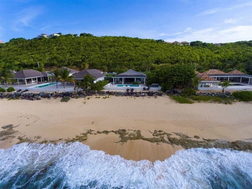 La Perla Classic - Aerial view across the beach