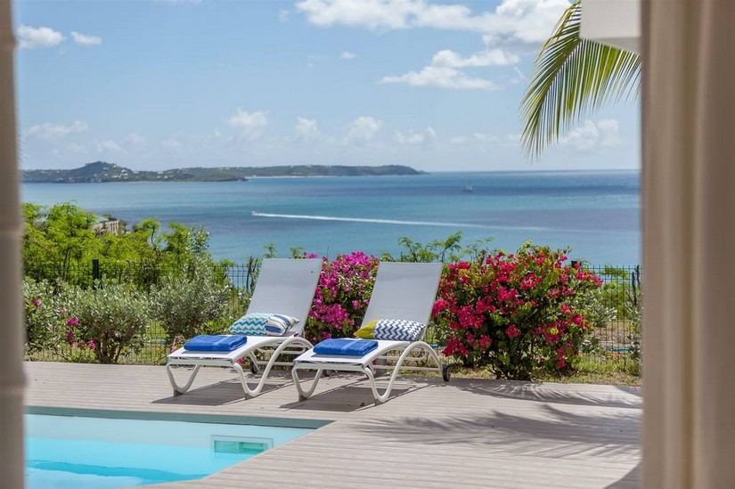 Pool, sun longeres and coastline at Sea Dream