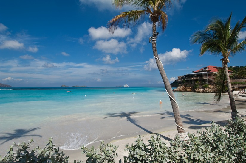 On of the best white sand Caribbean beaches is St jean for its surrounding tropical beauty and crystallized turquoise waters