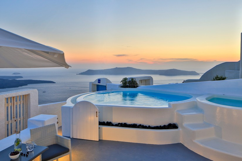 The pool at Iokasti swirls gently in the warm evening air. Nearby some kind of delicious looking, lime-enhanced beverage sits waiting for the bather to emerge. In the distance Islands loom mysteriously out of the sea under a pinky-goldy layer of sunset. Villa Iokasti is one of the 5 best places to stay in Santorini