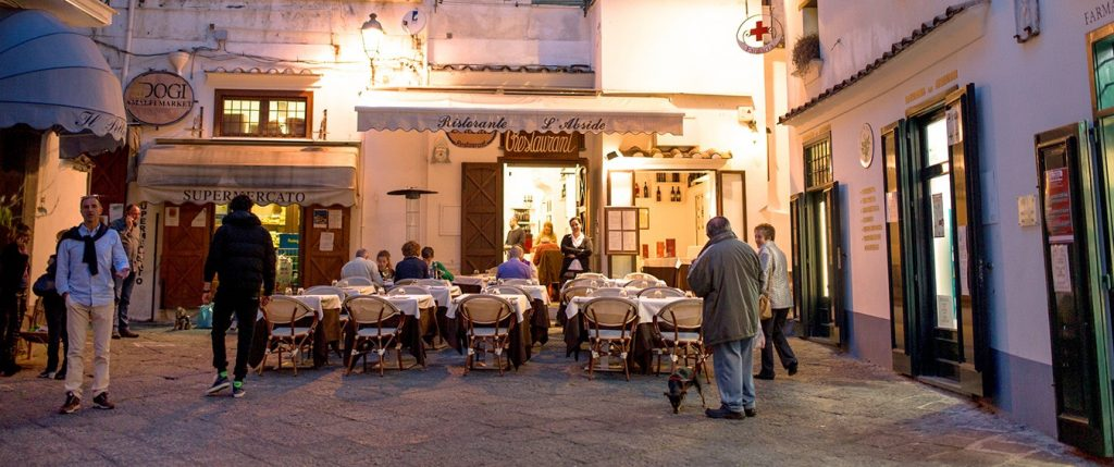 L'Abside is a pretty street restaurant amalfi coast style, that serves excellent Italian food