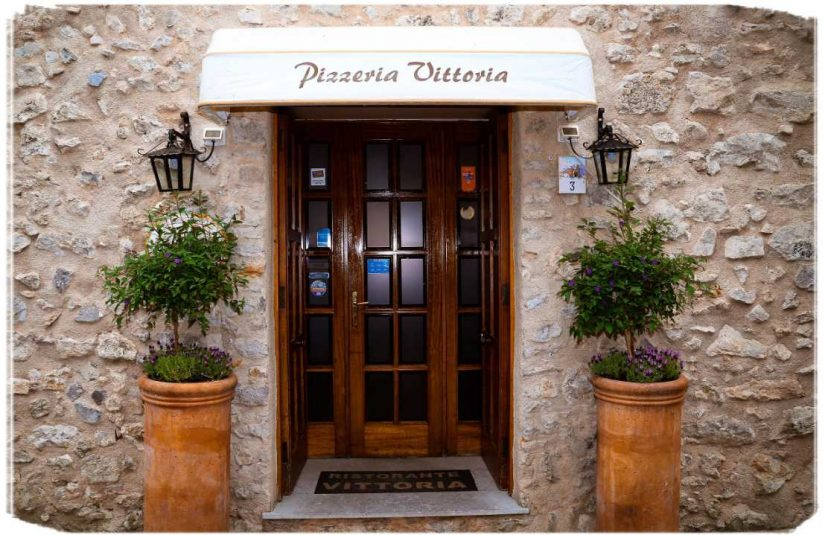 So many ravello restaurants on the amalfi coast - check out Pizerria Vittoria. They make pizza.