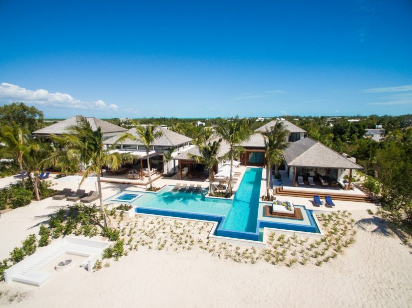 The best Beachfront Caribbean rentals located along the coast enjoy the views across the sea