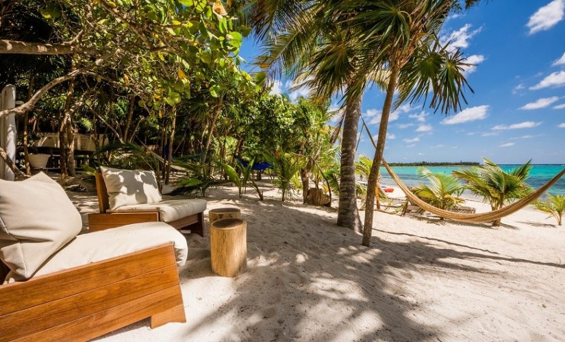 These Caribbean beachfront rentals are based on the soft sandy shores, enjoying views across the ocean