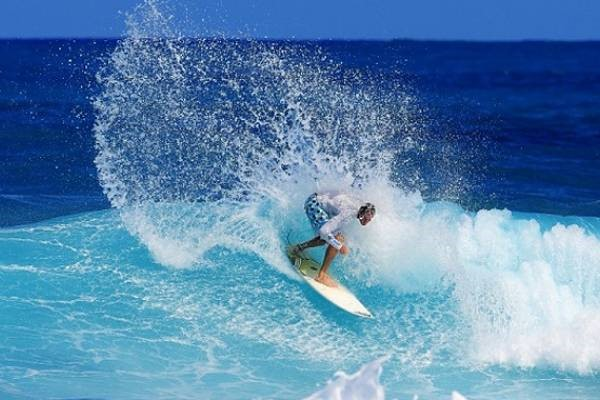 Surfers Beach a Bahamas best beach, offer incredible waves for you adventurous surfers!
