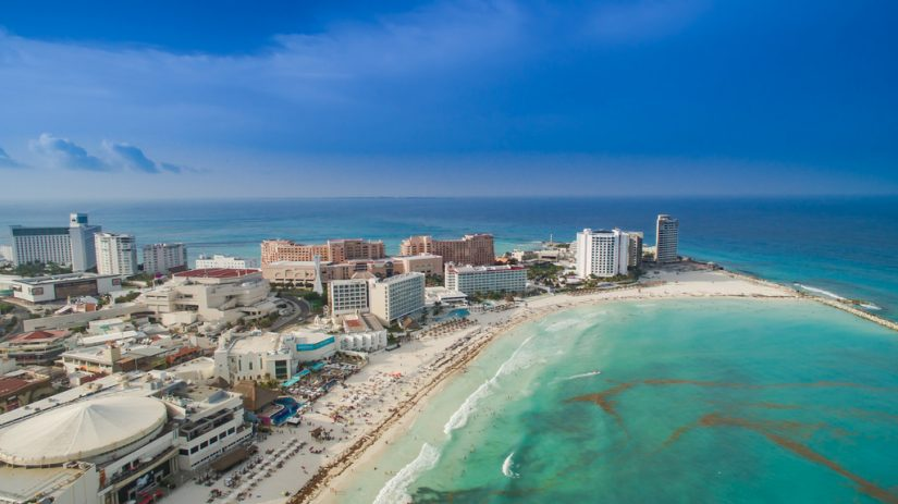 Visiting Zona Hotelera is one of the best things to do in cancun Mexico
