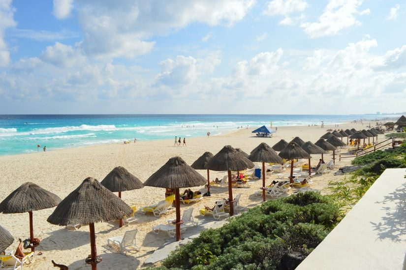 Enjoying the beaches is one of the top things to do in cancun for couples