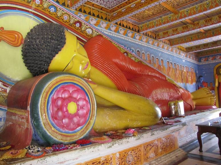 Massive recumbent buddha at mulkirigala