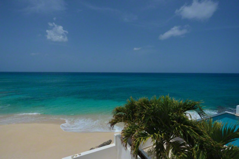 St Martin Beaches - Cupecoy Beach is both sandy and rocky and popular with nudists