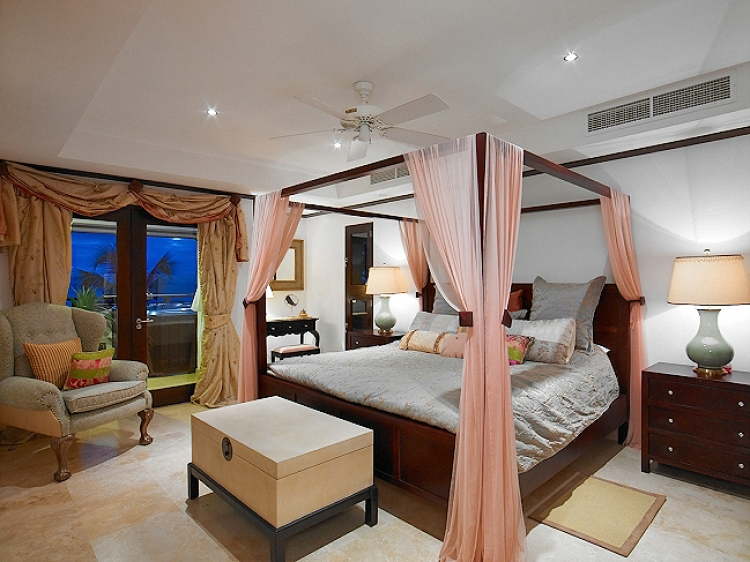 king size double bedroom Coral Cove No.12 Luxury Apartment