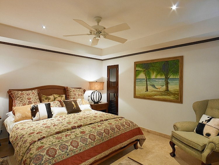 double bedroom Coral Cove No.12 Luxury Beachfront Apartment