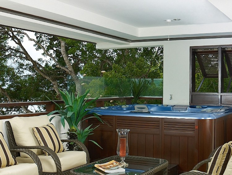 Jacuzzi area Coral Cove No.12 Luxury Beachfront Apartment