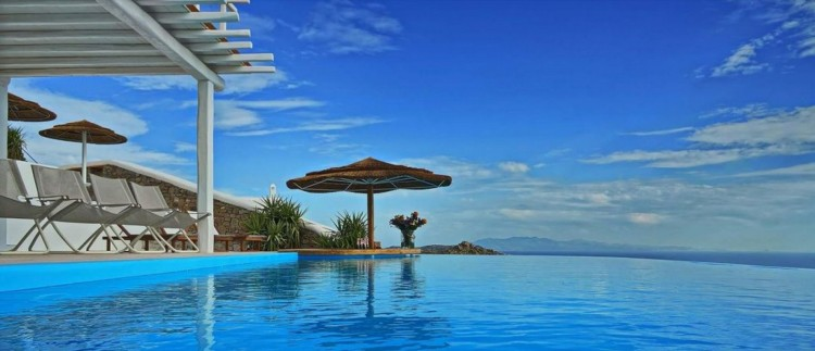 The fabulous infinity pool at Fabiana, Mykonos