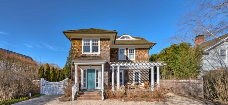 Villa Somerton, a charming 6-bedroom home in Southampton, Long Island, New York
