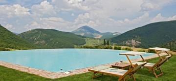 Cleante | Luxury Villa Rentals in Umbria | Umbria