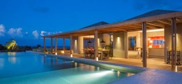 Villa Imagine Pool area at night