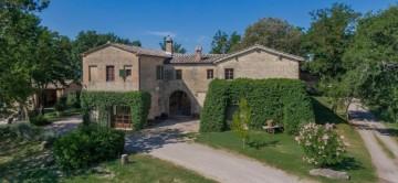 Rovea-Italy-Exceptional-Villas-27.jpg