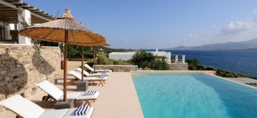Private terrace & infinity pool at Bruno III