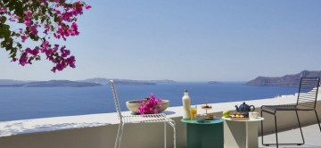 Alfresco dining at Villa Nero with amazing sea views, Oia in